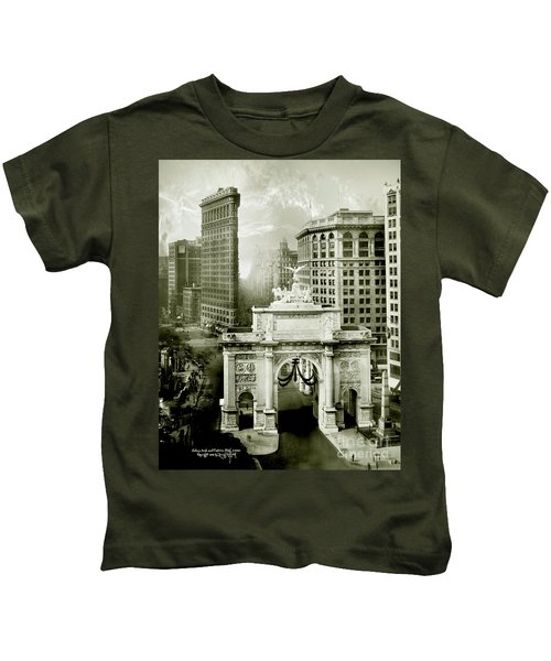 1919 Flatiron Building With The Victory Arch Kids T-Shirt
