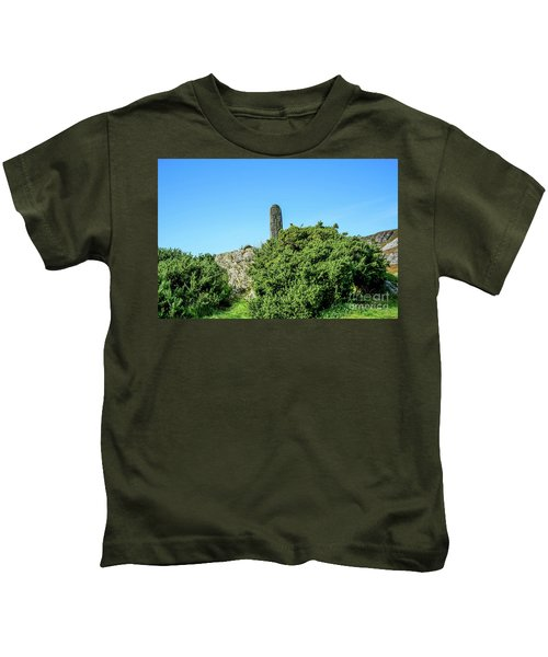 Stands Outside Kids T-Shirt