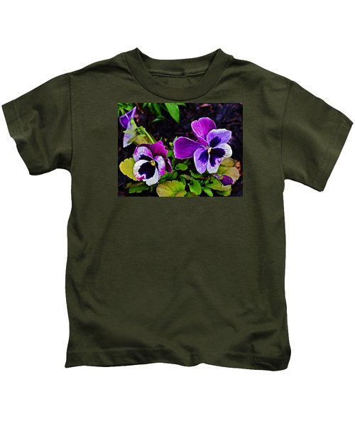 2015 Spring At Olbrich Gardens Violet Pansies Kids T-Shirt