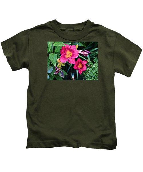 2015 Summer At The Garden Strawberry Candy Daylily 2 Kids T-Shirt