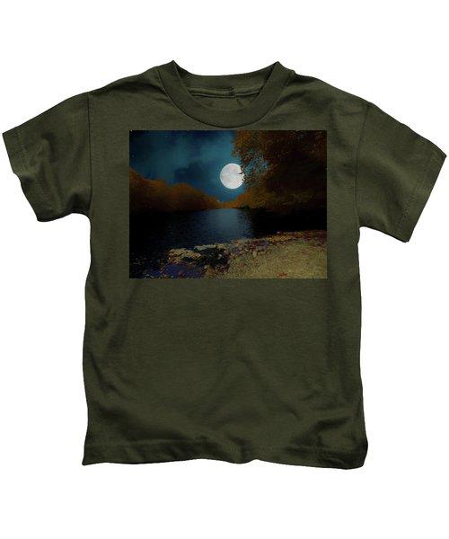 A Full Moon On A River. Kids T-Shirt