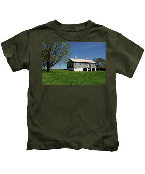 Barn In The Country - Bayonet Farm Kids T-Shirt
