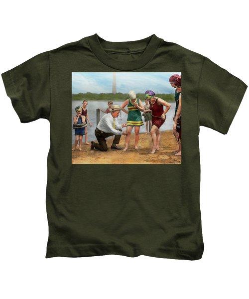 Beach - Cop A Feel 1922 Kids T-Shirt