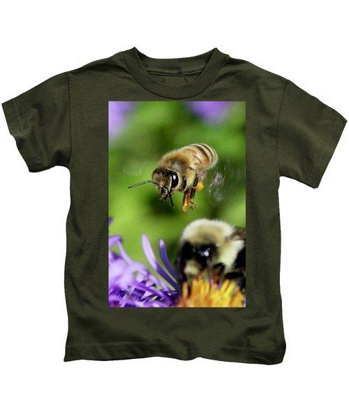 Bee In Flight  Kids T-Shirt
