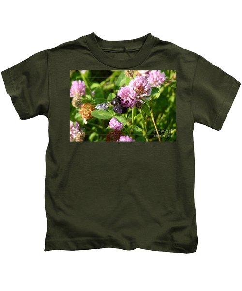 Black Bee On Small Purple Flower Kids T-Shirt