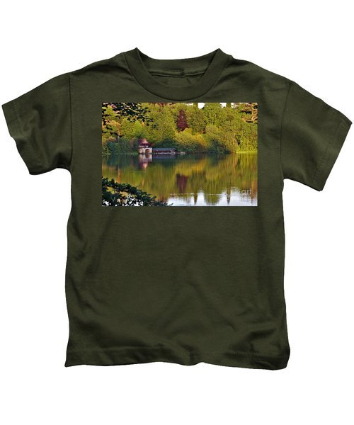 Blenheim Palace Boathouse 2 Kids T-Shirt