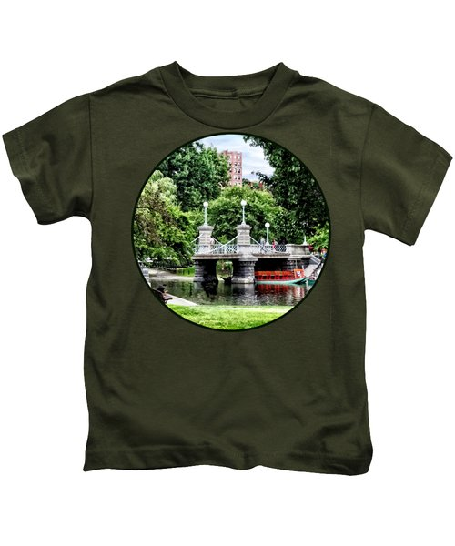 Boston Ma - Boston Public Garden Bridge Kids T-Shirt