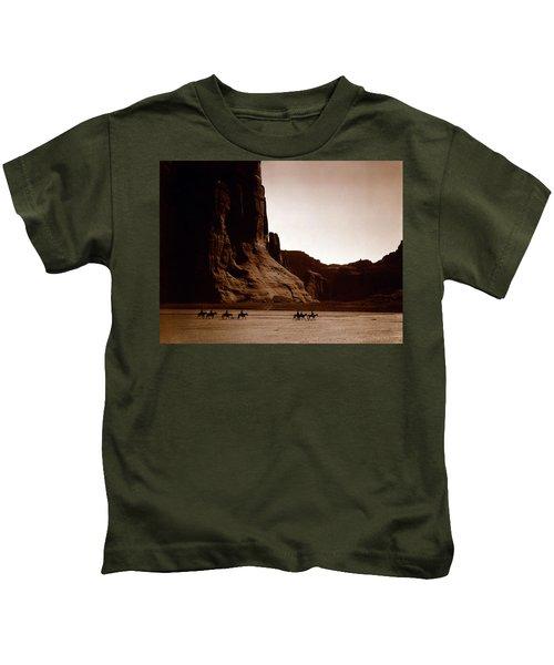 Canyon De Chelly 2c Navajo Kids T-Shirt