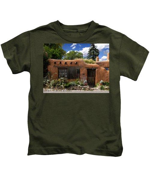 Casita De Santa Fe Kids T-Shirt