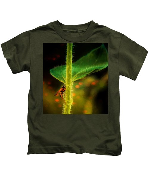 Dance Of The Wasp Kids T-Shirt