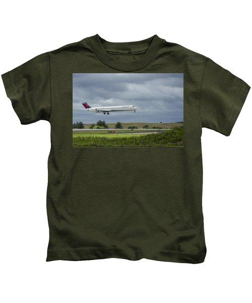 Delta Airlines Mcdonnell Douglas Aircraft N952dl Hartsfield-jackson Atlanta International Airport Kids T-Shirt