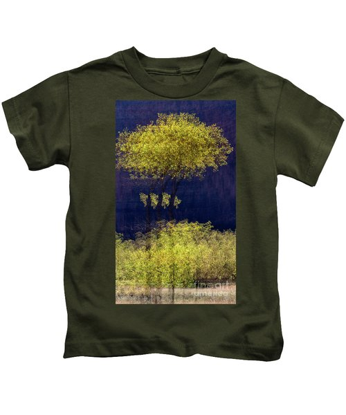 Elegance In The Park Horizontal Adventure Photography By Kaylyn Franks Kids T-Shirt