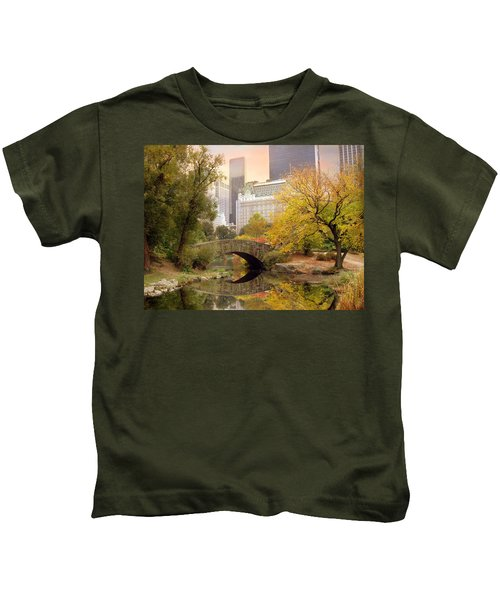 Gapstow Bridge Reflections Kids T-Shirt