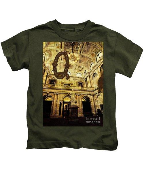 Grungy Melbourne Australia Alphabet Series Letter Q Queen Victor Kids T-Shirt