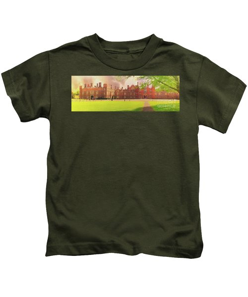 Hampton Court Palace Panorama Kids T-Shirt