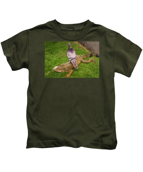 Iguana With Pigeon On Its Back Kids T-Shirt