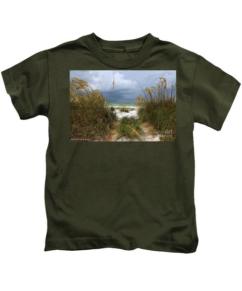 Island Trail Out To The Beach Kids T-Shirt