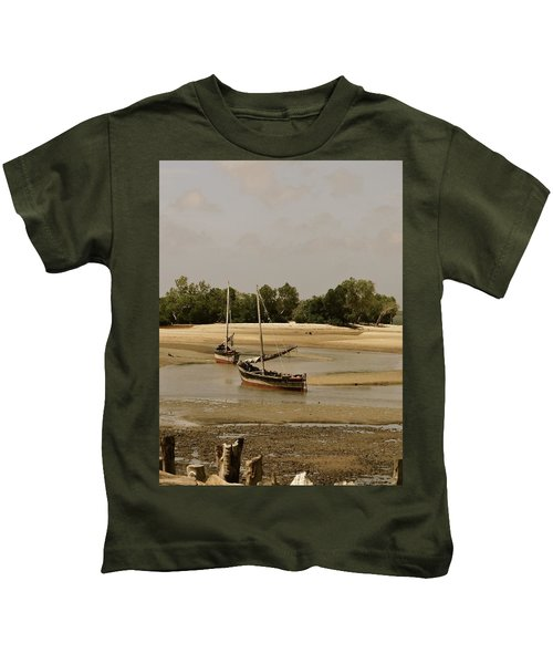 Lamu Island - Wooden Fishing Dhows At Low Tide With Pier - Antique Kids T-Shirt