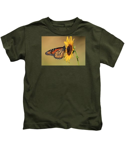 Monarch Butterfly On Sun Flower Kids T-Shirt