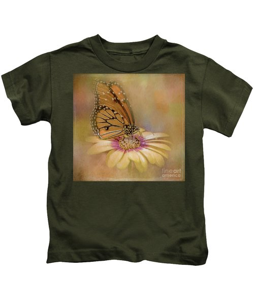 Monarch On A Daisy Mum Kids T-Shirt