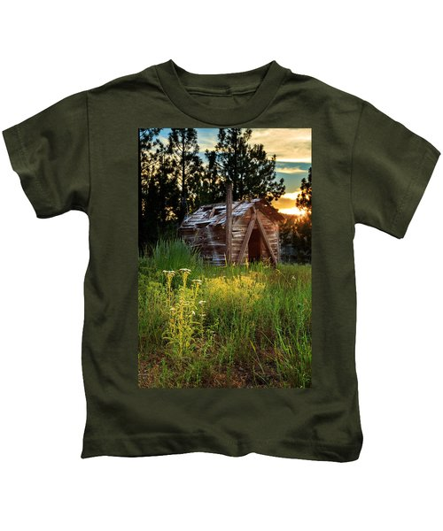 Old Cabin At Sunset Kids T-Shirt
