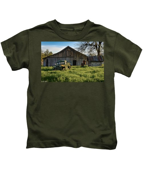 Old Jeep, Old Barn Kids T-Shirt