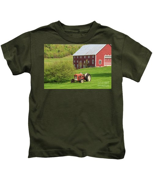 Old Red Vintage Ford Tractor On A Farm In Enfield Nh Kids T-Shirt