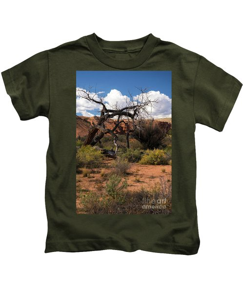 Old Tree In Capital Reef National Park Kids T-Shirt