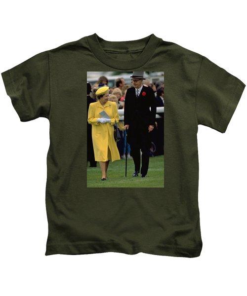 Queen Elizabeth Inspects The Horses Kids T-Shirt
