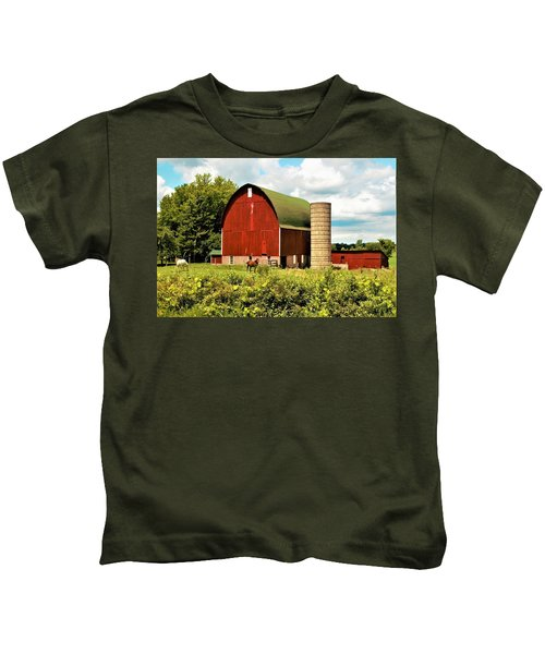 0040 - Red Barn And Horses Kids T-Shirt