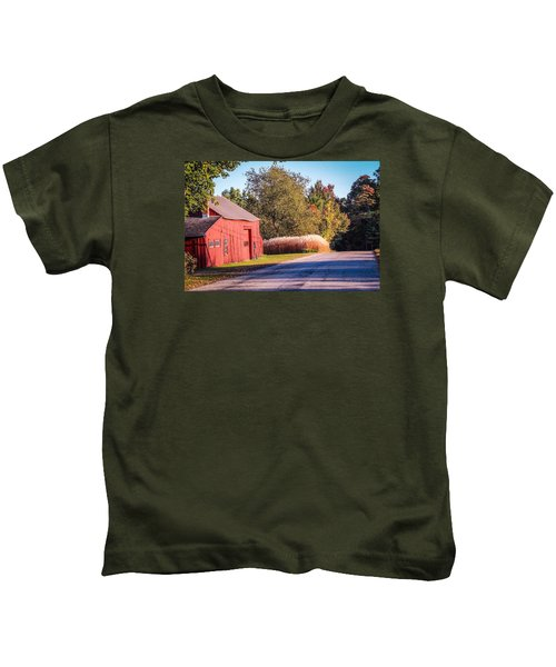 Red Barn In The Country Kids T-Shirt