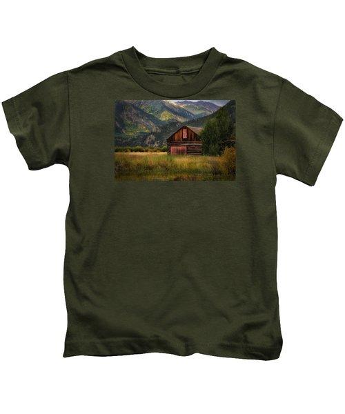 Rustic Colorado Barn Kids T-Shirt