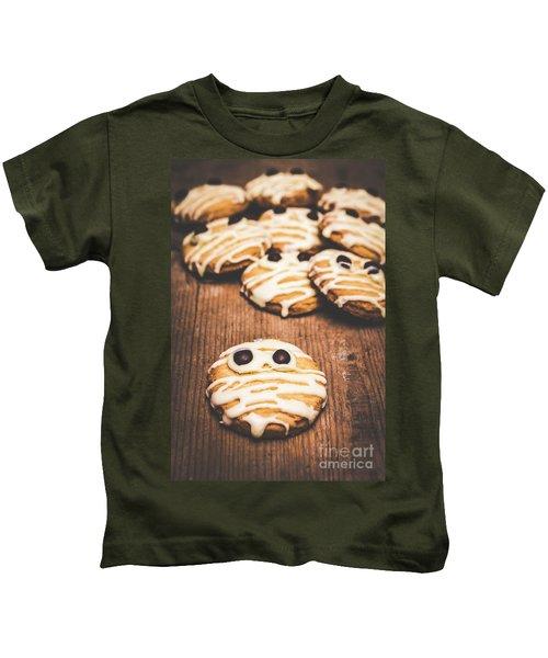 Scared Baking Mummy Biscuit Kids T-Shirt