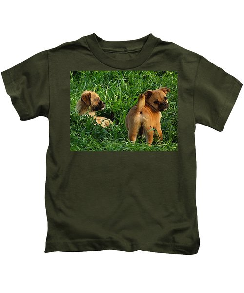 Showing Her Mutt. Kids T-Shirt