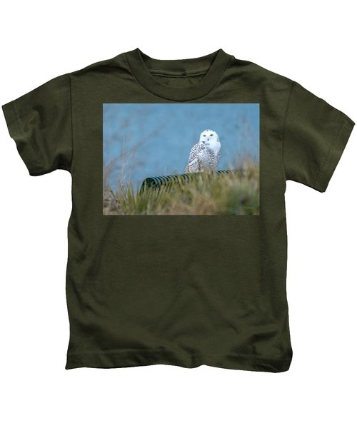 Snowy Owl On A Park Bench Kids T-Shirt