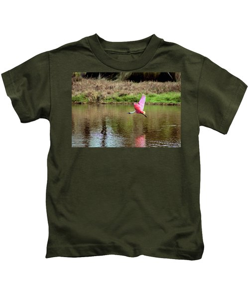 Spoonbill In Flight Kids T-Shirt