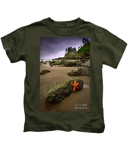Starfish On The Rocks Kids T-Shirt