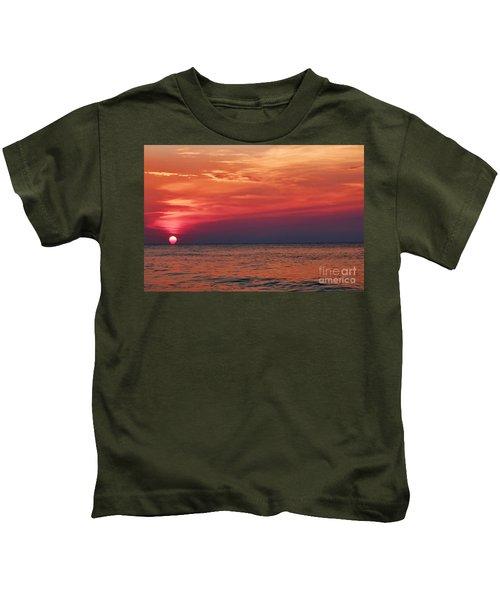 Sunrise Over The Horizon On Myrtle Beach Kids T-Shirt