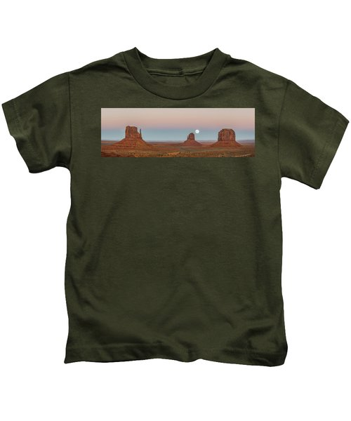 Super Moon In Monument Valley Kids T-Shirt