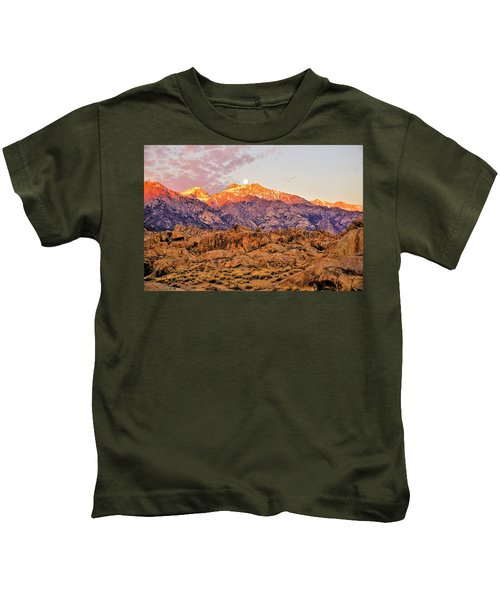 Supermoon Setting At Sunrise Over Mount Williamson In The Sierra Nevada Mountains Kids T-Shirt