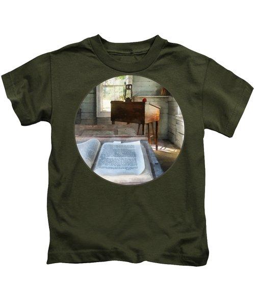 Teacher - One Room Schoolhouse With Book Kids T-Shirt