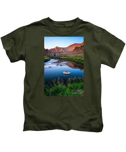 The Crooked River Runs Through Smith Rock State Park  Kids T-Shirt