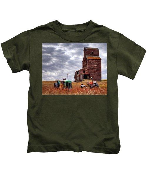 Three Abandoned Souls Kids T-Shirt