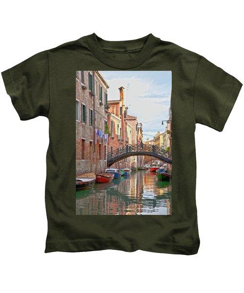 Venice Bridge Crossing 5 Kids T-Shirt