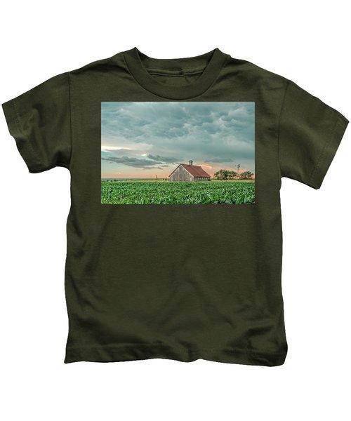 Barn In Sunset Kids T-Shirt