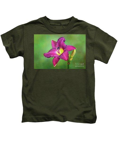 Glorious Crimson Daylily Kids T-Shirt