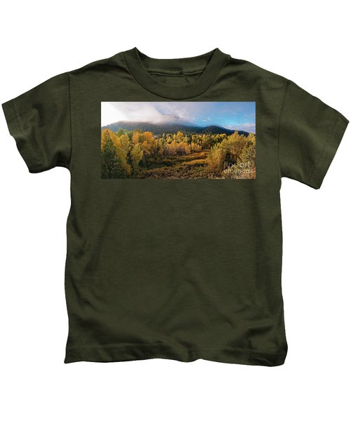Early Morning Panorama Of Changing Aspens And Picacho Peak - Twomile Reservoir - Santa Fe New Mexico Kids T-Shirt