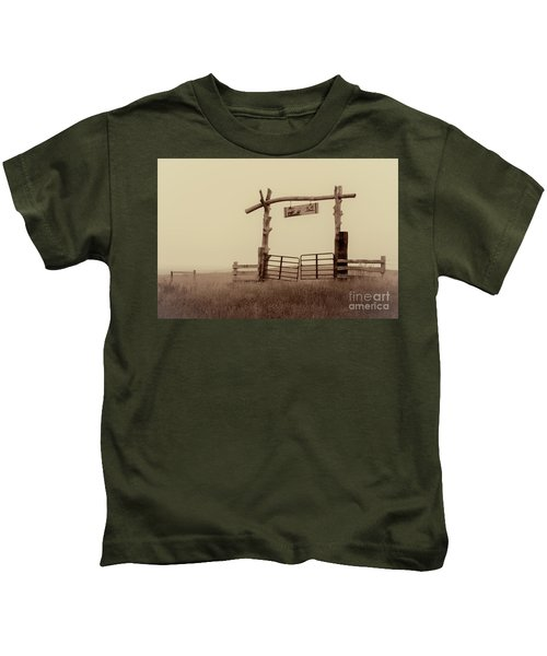 Gate In The Wilderness Kids T-Shirt