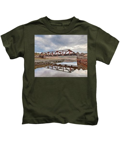 Ghost Bridge - Colebrook Reservoir Kids T-Shirt