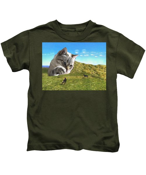 Gulliver's Cat Meets Abbie's Dogs  Kids T-Shirt